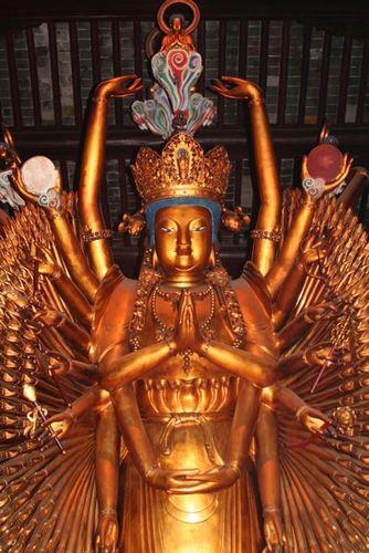 Many Hands Buddha_Longhua Temple_Shanghai