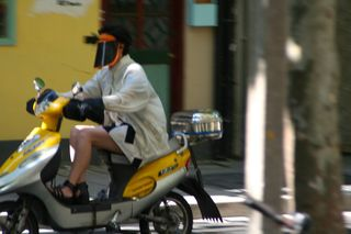 Sun-mask on scooter